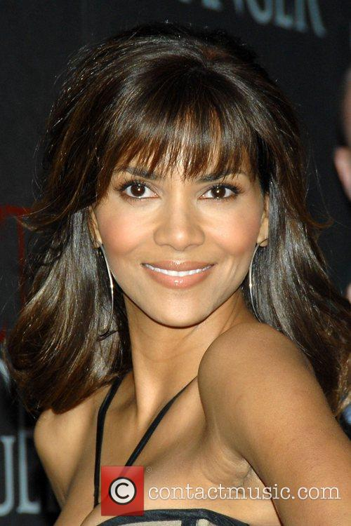 Halle Berry, Versace and Ziegfeld Theatre 3