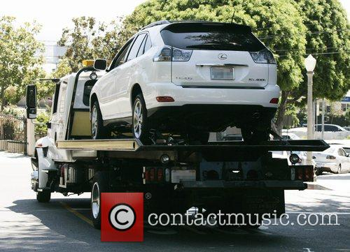 * BERRY'S CAR TOWED AWAY Pregnant actress HALLE...