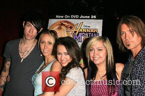 Trace Cyrus, Tish Cyrus, Miley Cyrus, Noah Lindsey...