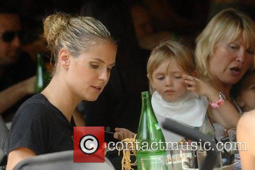 Heidi Klum and her daughter Leni have lunch...