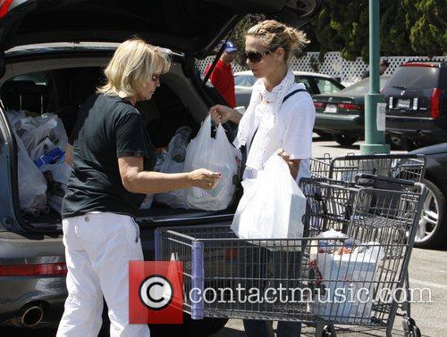 Heidi Klum, her mother Erna Klum grocery shopping at Bristol Farm