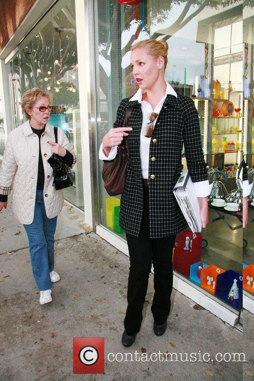 Katherine Heigl went furniture shopping at 'B &...