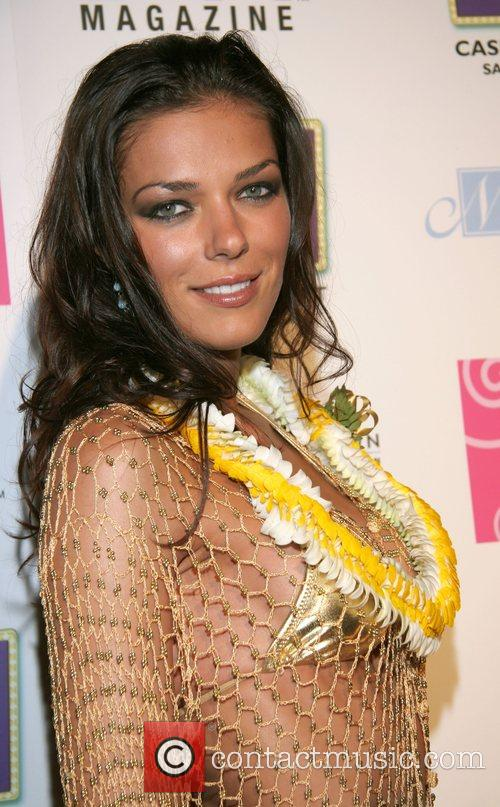 Adrianne Curry Hot