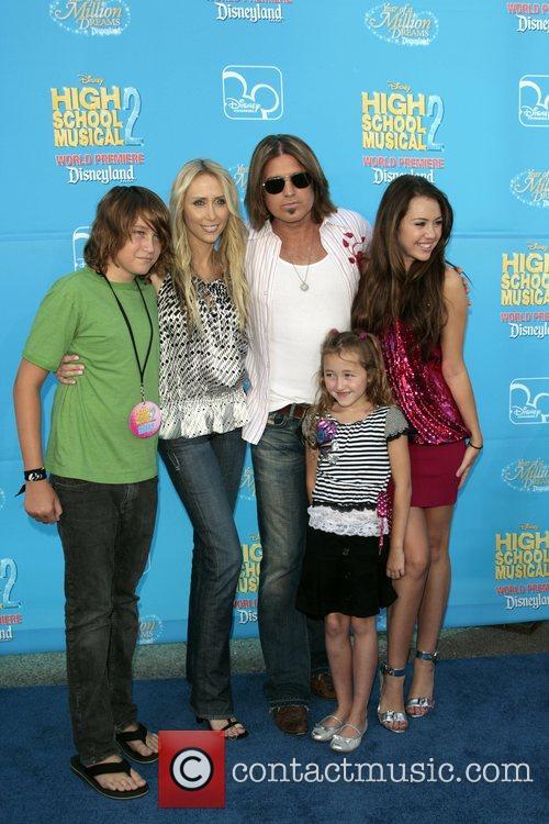Leticia Cyrus, Billy Ray Cyrus, Noah Lindsey Cyrus,...