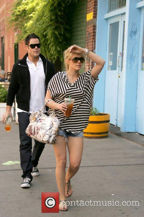 Hilary Duff and Her Boyfriend Mike Comrie 4
