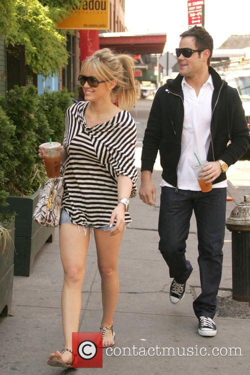 Hilary Duff and Her Boyfriend Mike Comrie 1