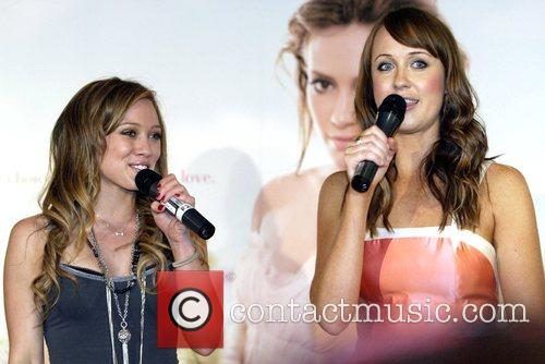 Hilary Duff and Lizzie Lovett 1