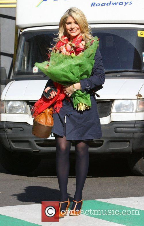 Looks bloomin' lovely as she leaves ITV studios...