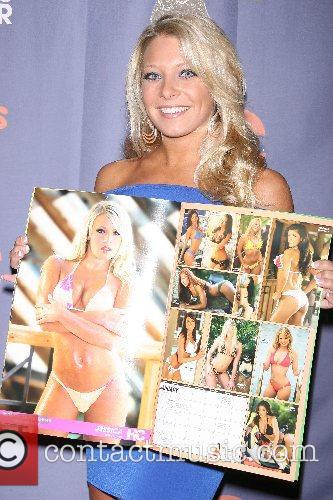 Jessica Pribanic Hooters Swimsuit Calendar 2008 celebration and...