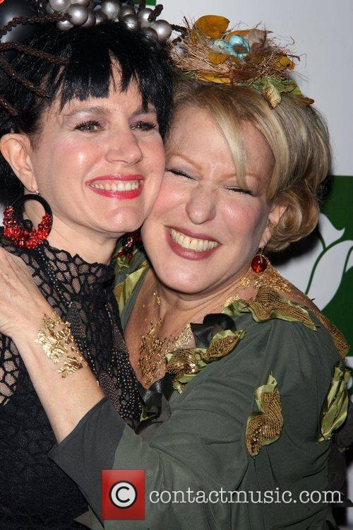 Susie Essman and Bette Midler 5