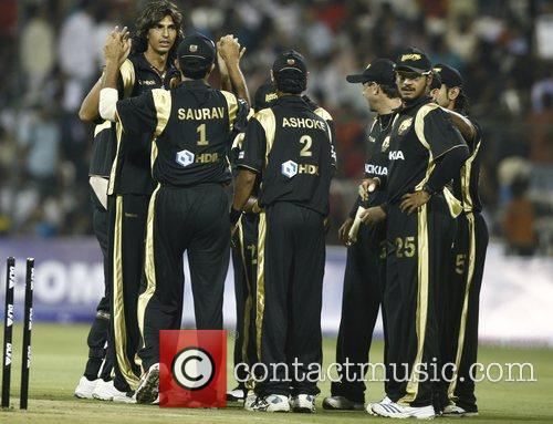 Kolkata Knight Riders Ishant Sharma (Left without cap)...