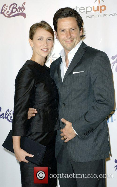 Jennifer Love Hewitt and Ross Mccall 7