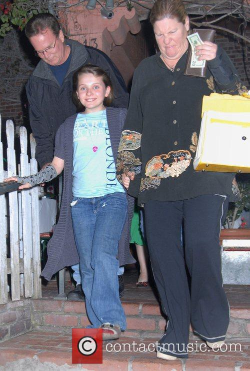 Abigail Breslin with her parents Leaving the Ivy...