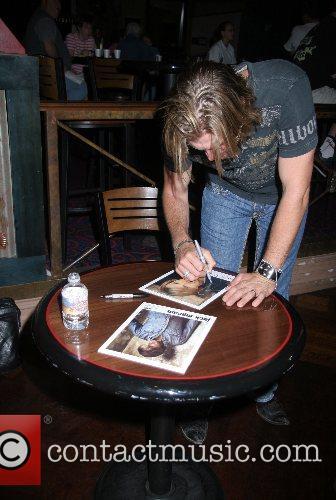 Country Music singer Jack Ingram signing autographs after...