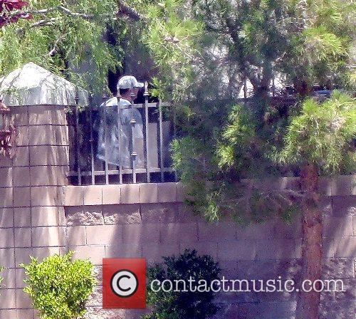 Michael Jackson moves out of his rented Las...