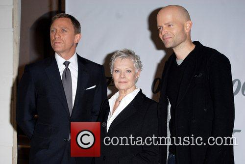 Daniel Craig and Judi Dench 5