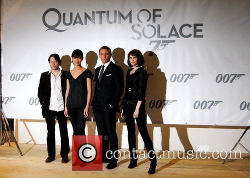 Gemma Arterton, Olga Kurylenko, Daniel Craig and Mathieu Amalric 4