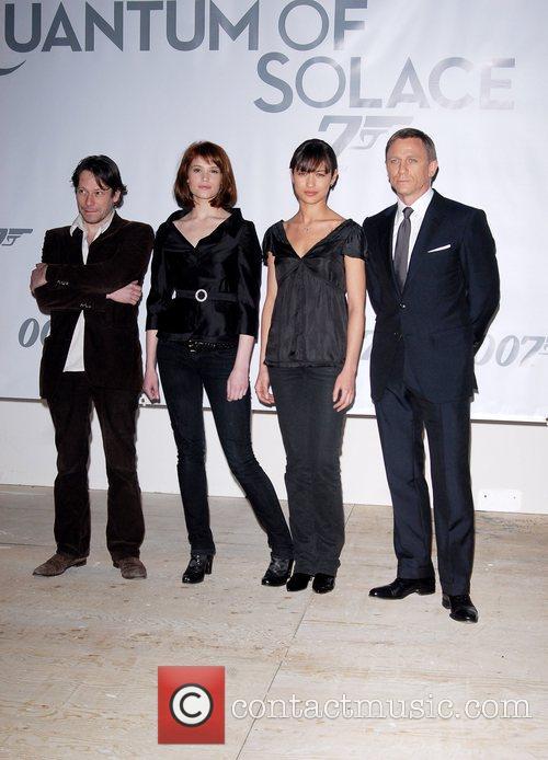Mathieu Amalric, Gemma Arterton, Ogla Kurylenko and Daniel Craig 1