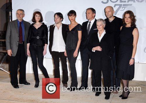 Olga Kurylenko, Daniel Craig, Judi Dench and Michael Wilson 4