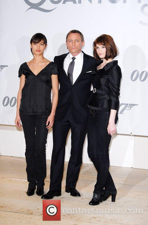 Olga Kurylenko and Daniel Craig 1