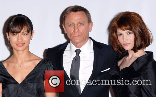 Olga Kurylenko and Daniel Craig 5