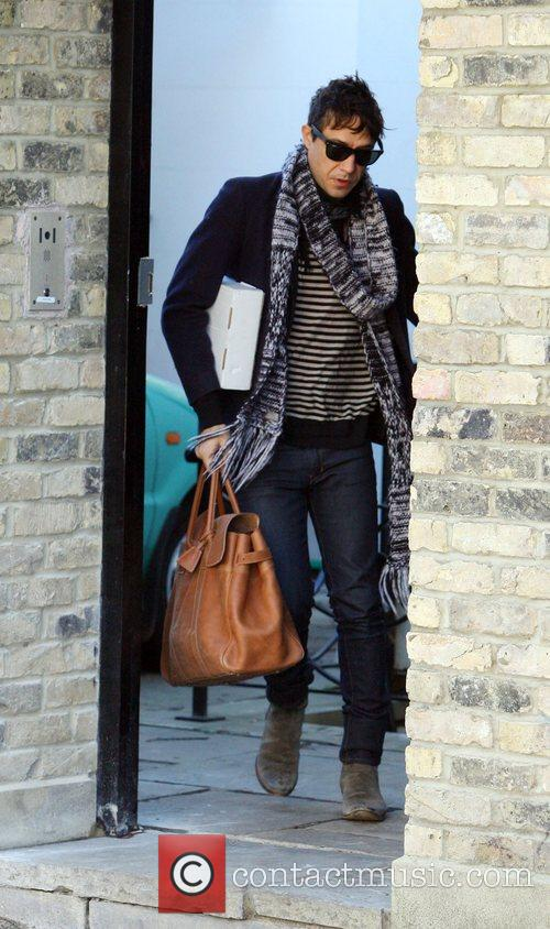 Jamie Hince leaving Kate Moss's new house in...