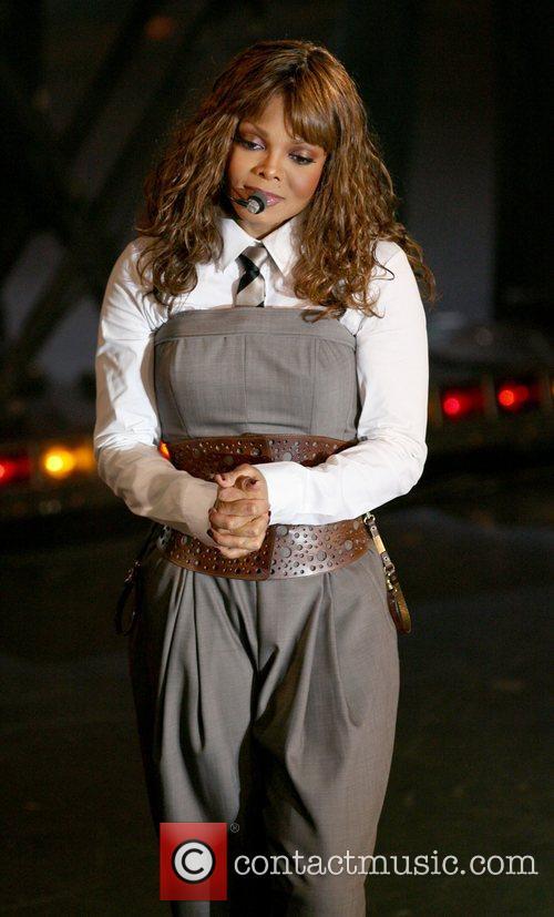 Janet Jackson 32
