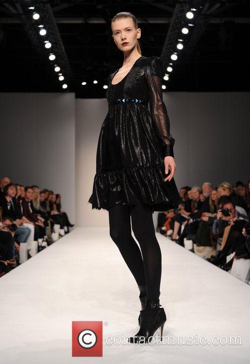 Model and London Fashion Week 1