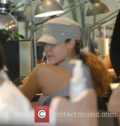 A heavily pregnant Jessica Alba gets her nails...