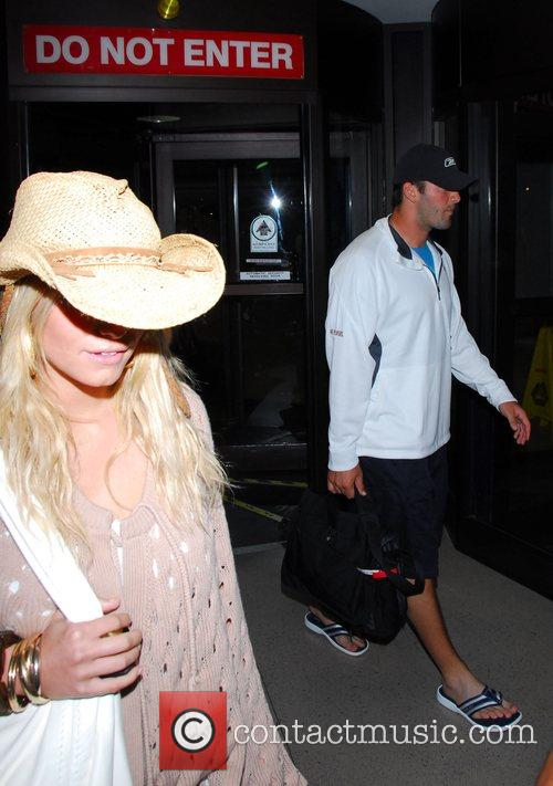 Jessica Simpson and Tony Romo fly into Los...