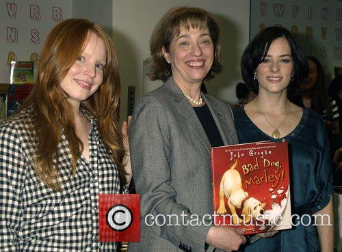 Lauren Ambrose and Parker Posey 4