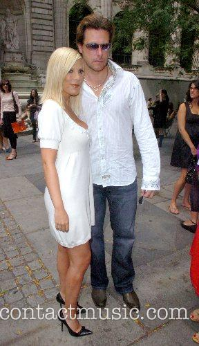 Tori Spelling and Dean McDermott 8