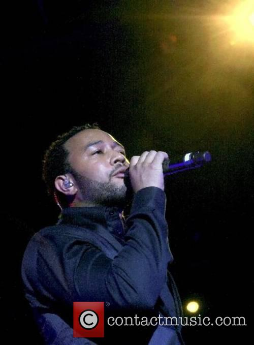 Performs on his 'Show Me' tour at Lake
