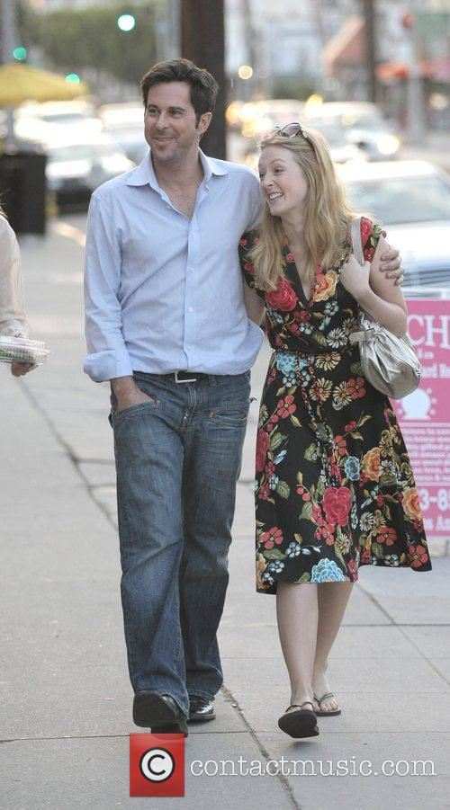 Jonathan Silverman, His Wife Have A Late Lunch With Friends At Joan's On Third. After Eating Together They Leave The Restaurant and Take A Romantic Stroll Back To Their Car. 2