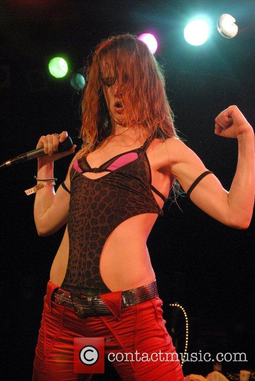Juliette Lewis and Juliette And The Licks 3