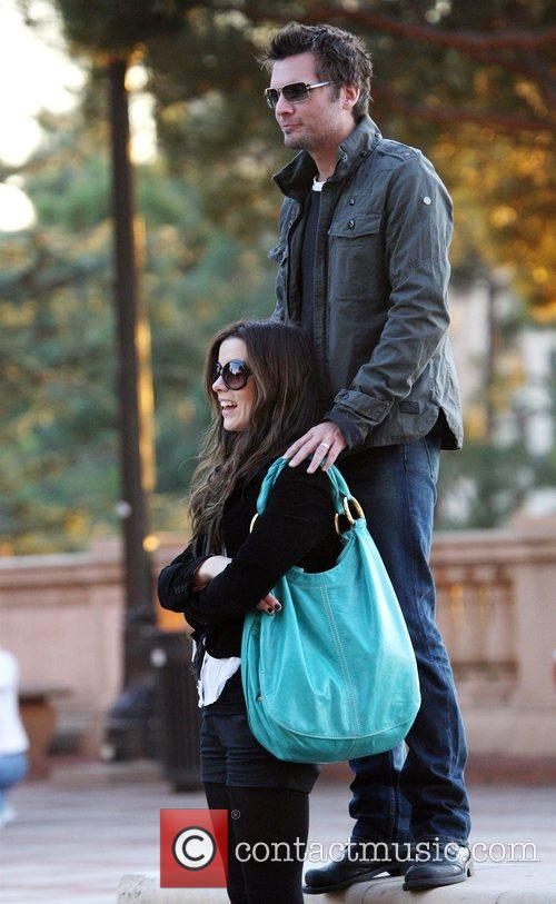 Len Wiseman and Kate Beckinsale go for a...