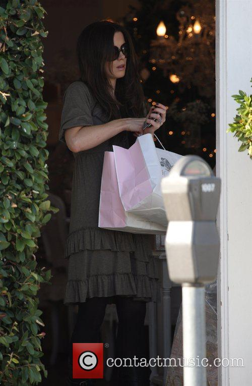 Len Wiseman and Kate Beckinsale go Christmas shopping...