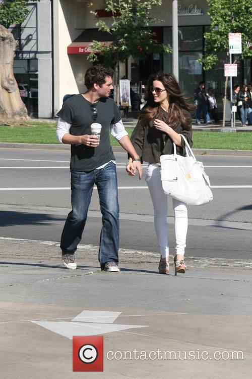 Kate Beckinsale walking with husband Len Wiseman in...