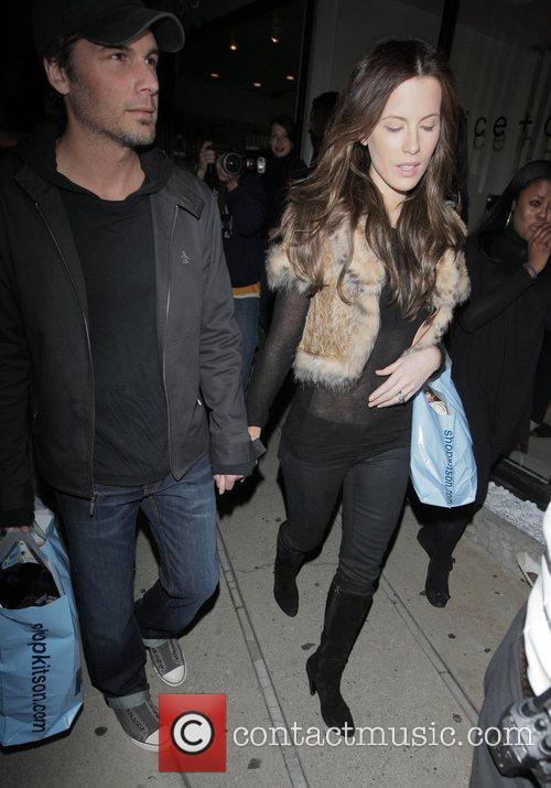 Len Wiseman and Kate Beckinsale shopping at Kitson...