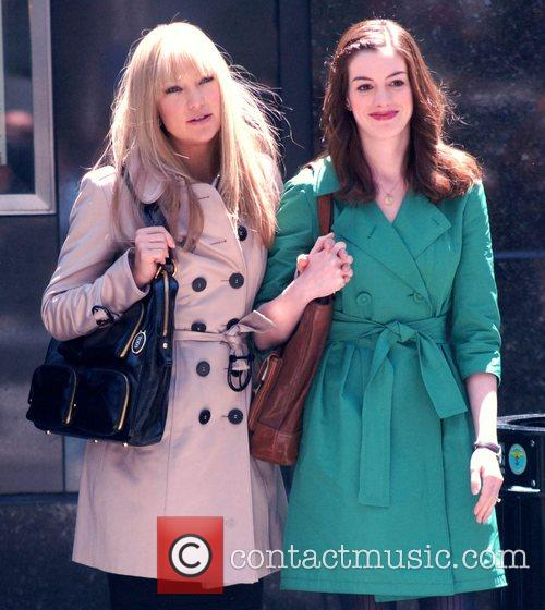 Kate Hudson and Anne Hathaway 10