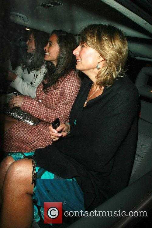 Kate Middleton, and her sister Pippa in taxi...