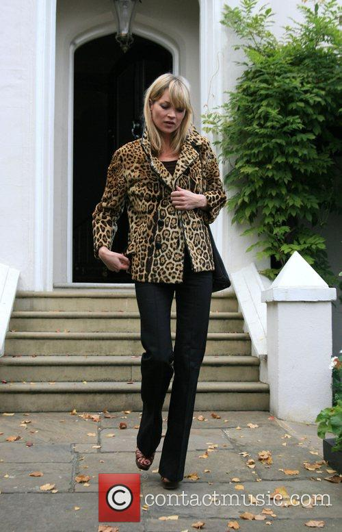 Leaves Davinia Taylors house and meets friends at...