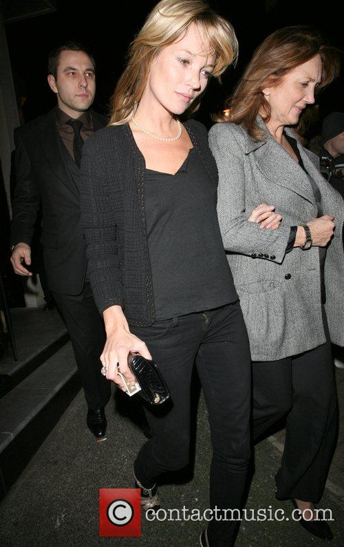 Kate Moss and her mother Linda Moss dine at Locanda Locatelli restaurant in Marylebone. They are bizzarely accompanied by David Walliams! 13