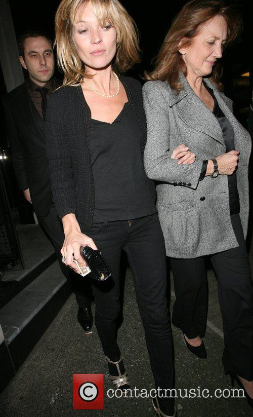 Kate Moss and her mother Linda Moss dine at Locanda Locatelli restaurant in Marylebone. They are bizzarely accompanied by David Walliams! 20
