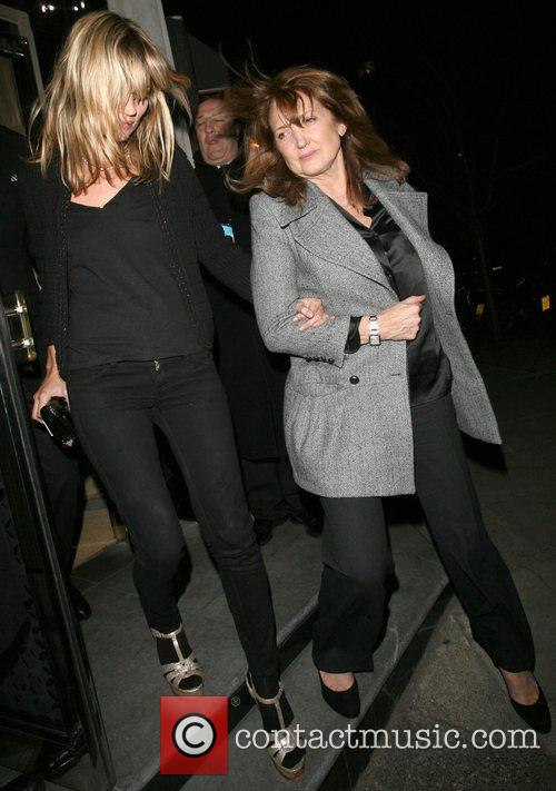 Kate Moss and her mother Linda Moss dine at Locanda Locatelli restaurant in Marylebone. They are bizzarely accompanied by David Walliams! 16