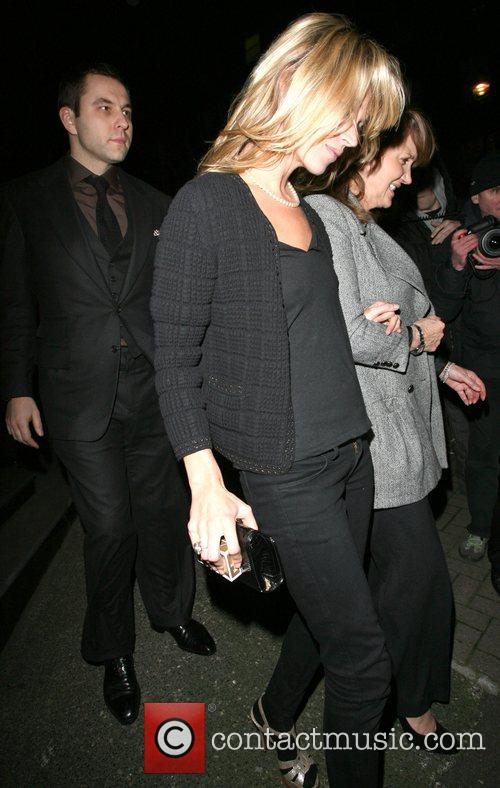 Kate Moss and her mother Linda Moss dine at Locanda Locatelli restaurant in Marylebone. They are bizzarely accompanied by David Walliams! 17