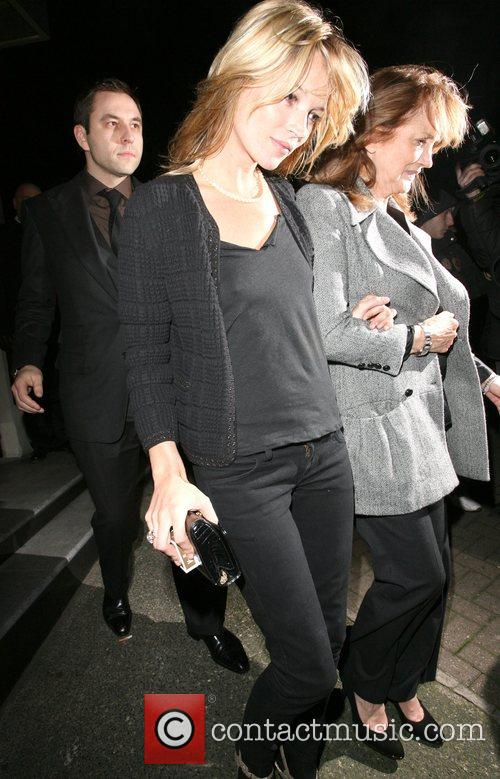 Kate Moss and her mother Linda Moss dine at Locanda Locatelli restaurant in Marylebone. They are bizzarely accompanied by David Walliams! 19