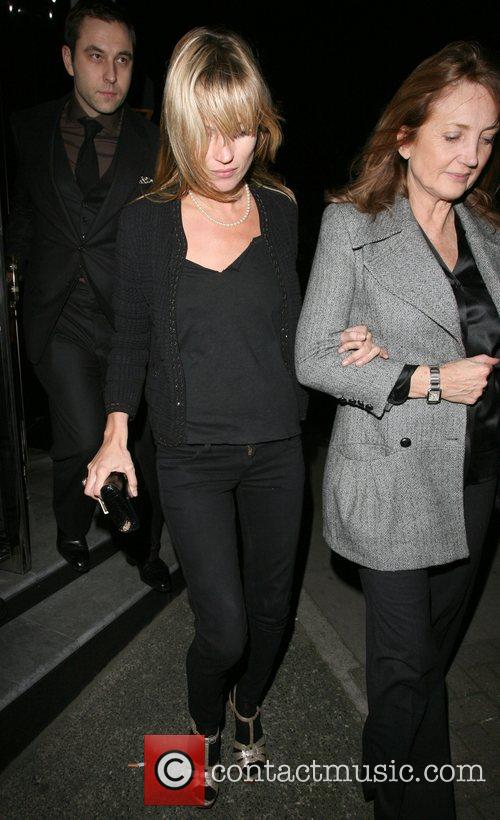 Kate Moss and Her Mother Linda Moss Dine At Locanda Locatelli Restaurant In Marylebone. They Are Bizzarely Accompanied By David Walliams! 2