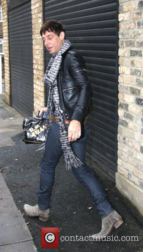 Jamie Hince  arrives at Kate Moss's new...