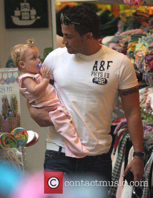Peter Andre, Princess Tiaamii Shopping In Kitson For Women and Then Across The Road To Kitson For Kids. They Had To Leave To Take Their Daughter To The Doctors As She Has Chickenpox 8